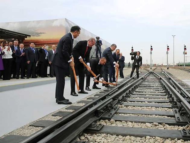 راهاندازی قطار مسافری باکو- تفلیس-کارس تا 2019