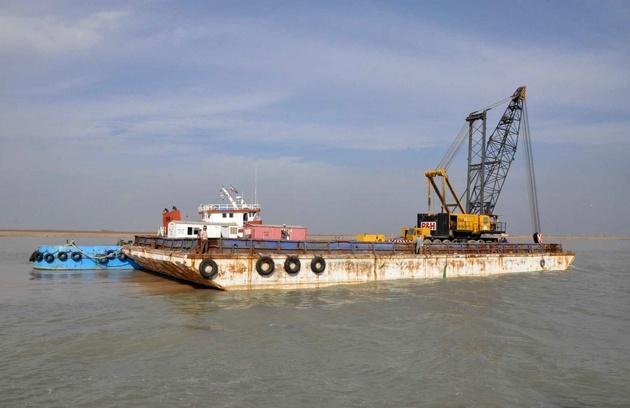 نجات شناور در حال غرق در آبراه اروندرود