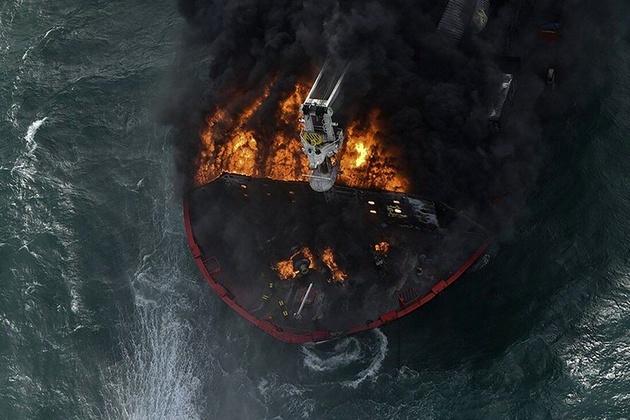 کشتی آتش گرفته سنگاپوری غرق شد