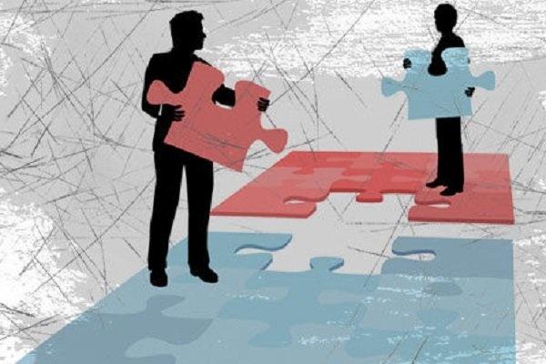 تفکیک وزارتخانهها بازگشت به عقب است/ساختار اقتصاد بازنگری شود