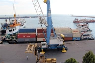 تخلیه و بارگیری 48 فروند کشتی در بندر آستارا