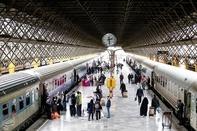 کلیات افزایش قیمت بلیت قطار روی میز راهآهن