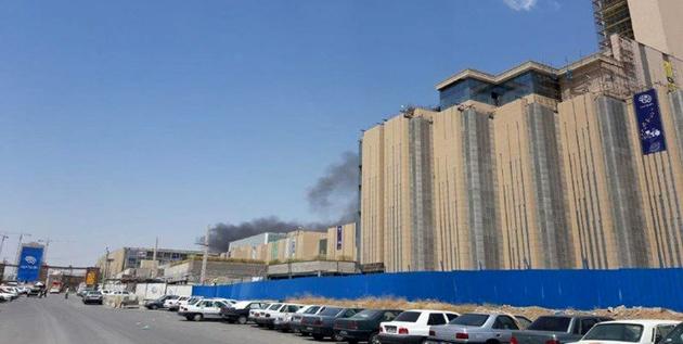 آتش سوزی در کارگاه ساختمانی در غرب دریاچه چیتگر