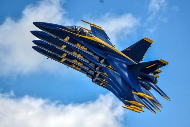 «فرشتههای آبی» از دریچه دوربین عکاس رویترز