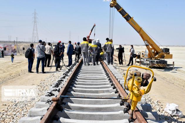 مراحل پایانی ریل گذاری راه آهن سنندج