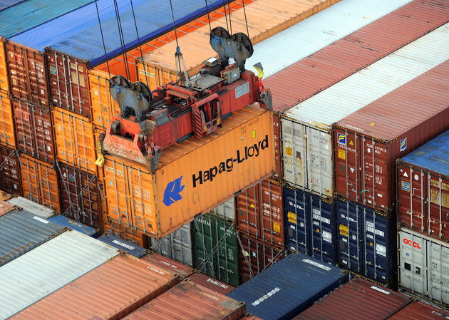 Hapag-Lloyd CEO Says Company is Cutting Costs as Fuel Prices Rise