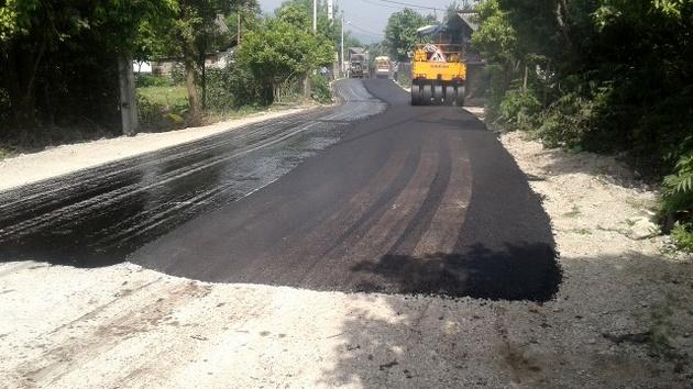 اجرای عملیات روکش آسفالت راههای روستایی در مازندران