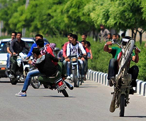 شهرداری برای تردد موتورسیکلت در بوستان ها تذکر گرفت