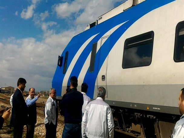 استقبال از نخستین قطار مسافران نوروزی در راهآهن مشهد