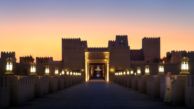 Abu Dhabi's hottest hotel: Qasr Al Sarab vs. the desert