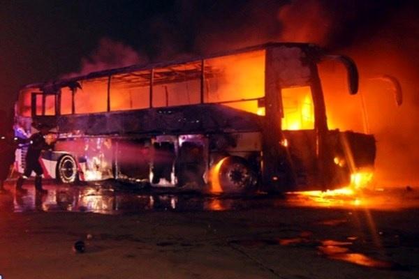 گزارش راهداری درباره تصادف تانکر و اتوبوس مسافری در سنندج