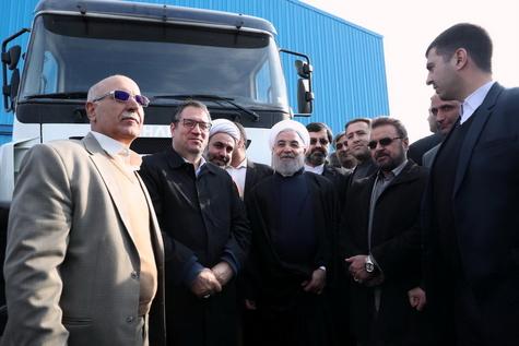 رونمایی از کامیون تولیدی ایران با نام «چاپار» توسط روحانی