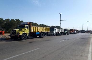 عکس| صف کامیونها در خواف