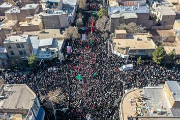 تصاویری حیرت انگیز از مراسم تشییع سردار سلیمانی در کرمان