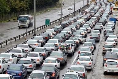 ترافیک در خیابانها به دلیل افتادن بنرهای تبلیغاتی