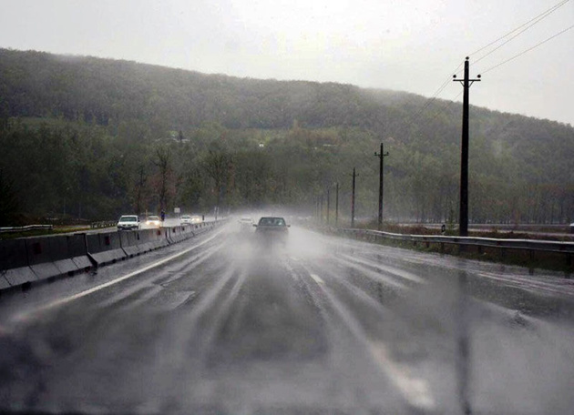 جادههای خراسان رضوی لغزنده و مهآلود هستند