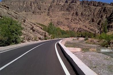 آسفالت ۳۰ کیلومتر از راههای روستایی در شهرستان سیریک