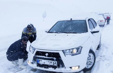 در برف ماندگان در جاده های گلستان