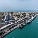 پهلوگیری کشتی مسافری - باری قطر در بندر بوشهر