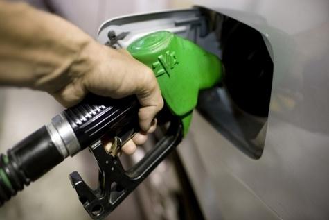 «نرخ اضطراری بنزین» روی میز دولت قرار گرفت / امکان اجرا در سال جاری