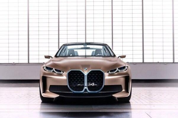 بی ام و مدل برقی خودروی «آی ۴ » را با برد ۶۰۰ کیلومتر میسازد