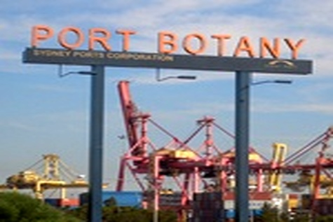 Port workers form picket line at Port Botany after almost ۱۰۰ employees sacked by email