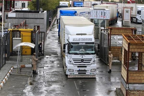 دلیل صف طولانی کامیونها در مرز بازرگان مشخص شد
