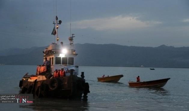 نجات جان۱۲ دریانورد ایرانی در آبهای هرمزگان
