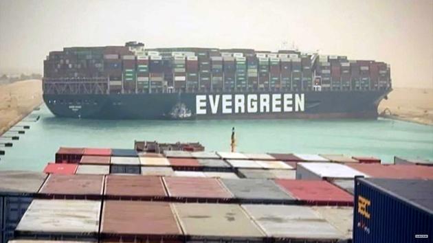 گیر کردن کشتی حمل بار در کانال سوئز قیمت سوخت را بالا برد