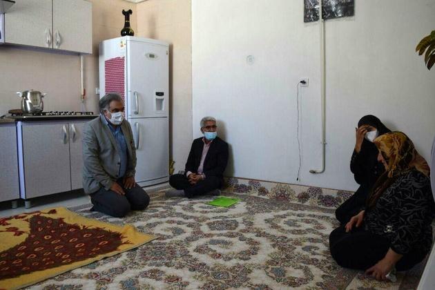 دیدار فرماندار البرز با یک خانواده تحت پوشش بهزیستی در شهرالوند