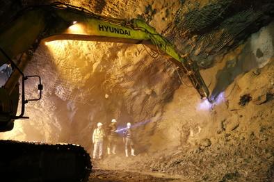 حفاری تونل اول ایلام - مهران پایان یافت