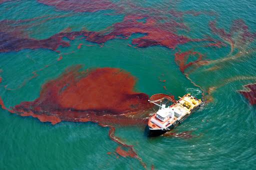 پاکسازی ۲۷ مورد سانحه آلودگی دریایی در نیمه اول امسال