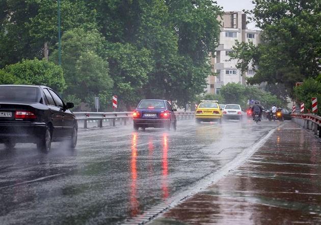 بارش باران در محورهای مواصلاتی ۶ استان کشور
