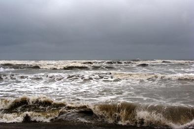 آب های شمال خلیج فارس مواج و توفانی است