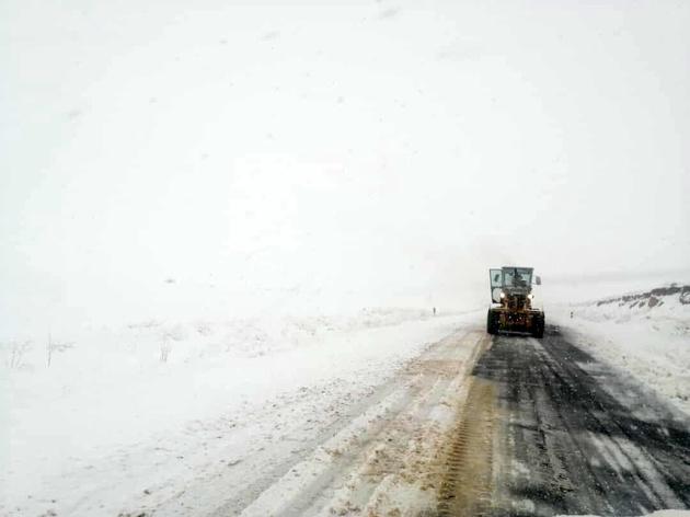 مه غلیظ دید رانندگان در جادههای کردستان را کاهش داد