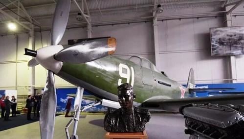 نمایشگاه هواپیماهای جنگی دوران شوروی.jpg9