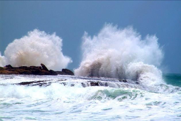 آبهای خلیج فارس مواج است