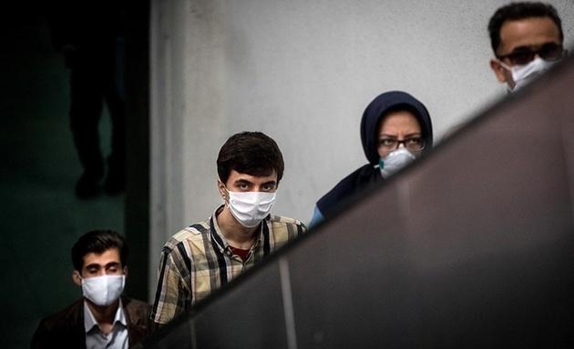 """ارائه ماسک به افراد نیازمند در طرح """"خیر مؤثر در مترو """""""