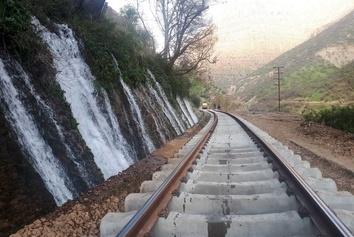 تلاش شبانهروزی و بیوقفه جهت رفع مسدودی خط بلاک قارون – بیشه/ گزارش تصویری
