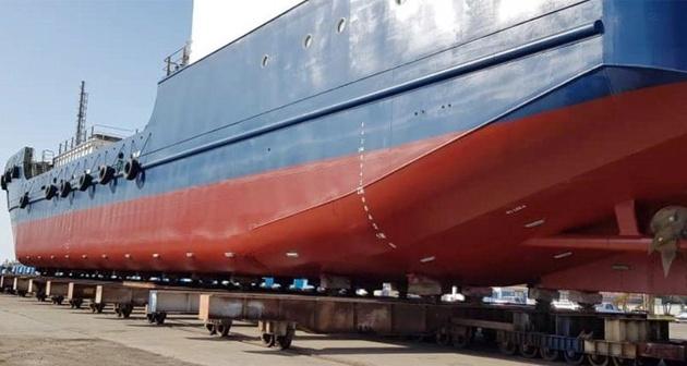 نخستین کشتی یخچالدار کشور در بندرعباس به آب انداخته شد
