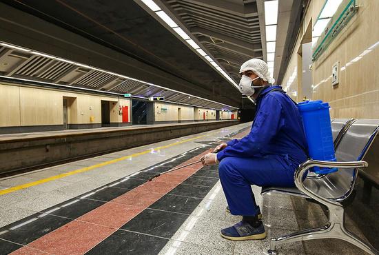 تصاویر| ضدعفونی کردن واگنهای خط یک مترو اصفهان