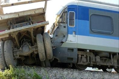 برخورد قطار با کامیون در نیشابور