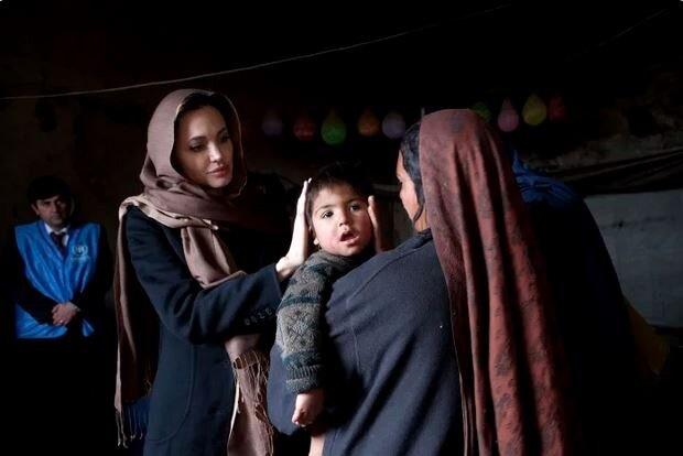 """آنجلینا جولی با """"نامهای از یک دختر افغان"""" به اینستاگرام آمد"""