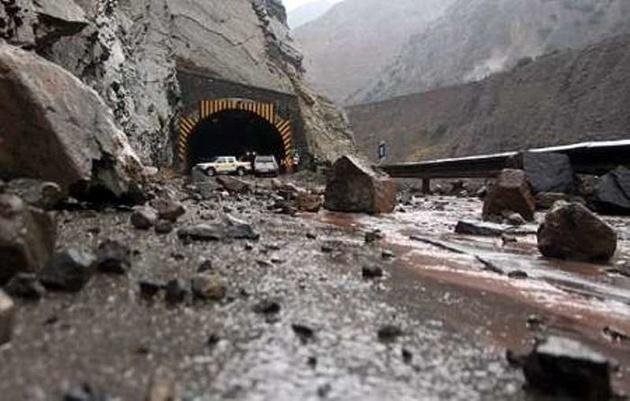 جزئیات ریزش ۱۰ هزار مترمکعب سنگ در جاده چالوس