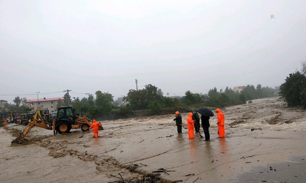 دو جاده اصلی گیلان همچنان مسدود است
