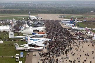 گزارش تصویری/ آغاز به کار نمایشگاه بین المللی هوا و فضای روسیه