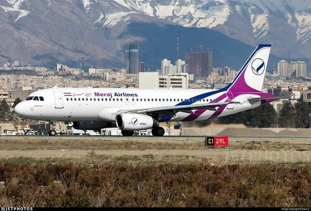 هواپیمای معراج در فرودگاه مهرآباد فرود اضطراری کرد