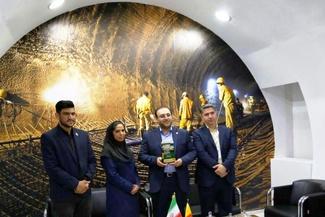 (فیلم) دریافت نشان برتر توسط غرفه شرکت راهآهن شهری تهران در نمایشگاه ریلی