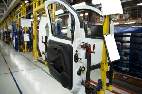 افت تولید در شرکتهای خودروساز خصوصی