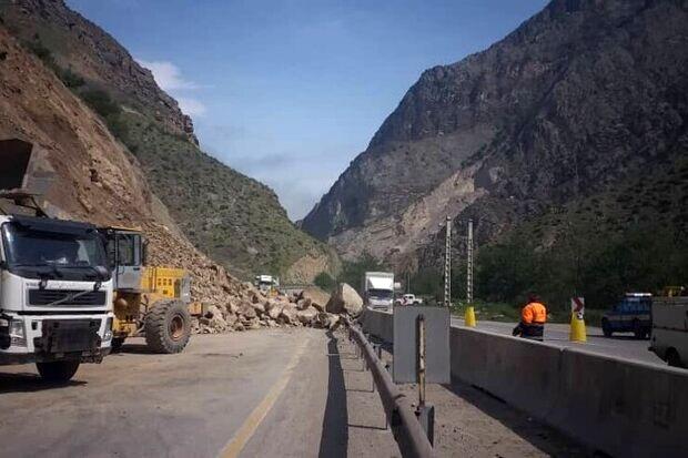 ریزش کوه در جاده کرج-چالوس